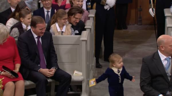 Prins Alexander busade med Stefan Löfven. Foto: SVT