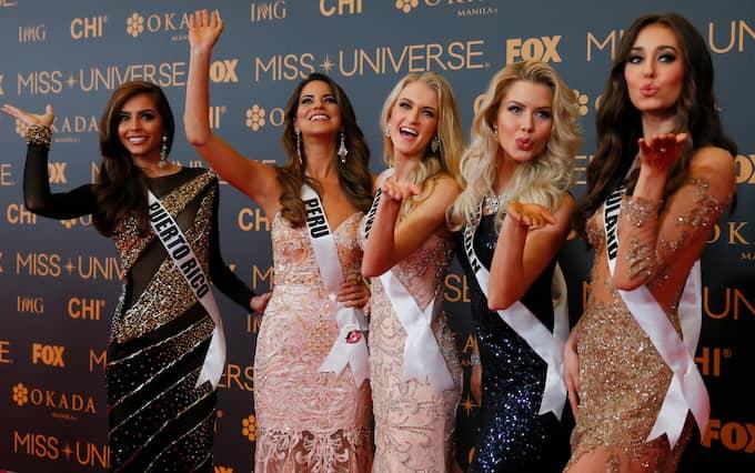 Ida Ovmar (näst längst till höger) tävlade för Sverige i Miss Universum 2017. Foto: AP / TT