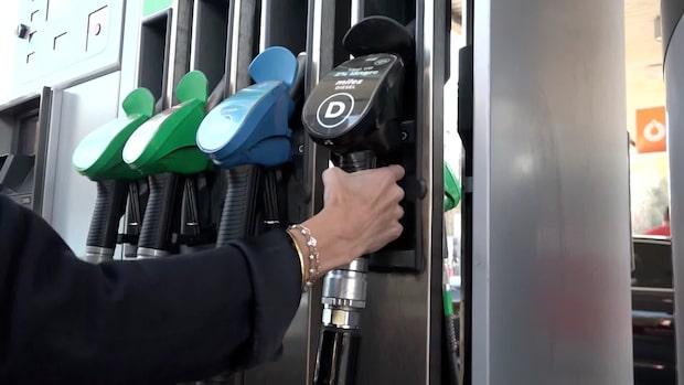 Hundratusentals i uppror mot bensinpriserna