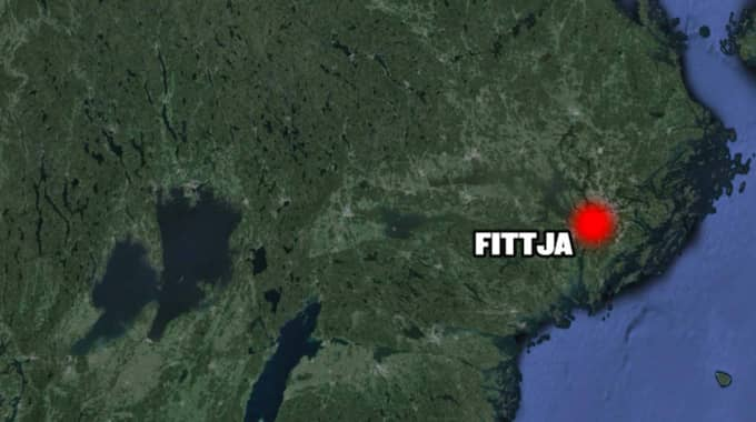 Police and security officers took up the pursuit of a car that drove towards Fittja.