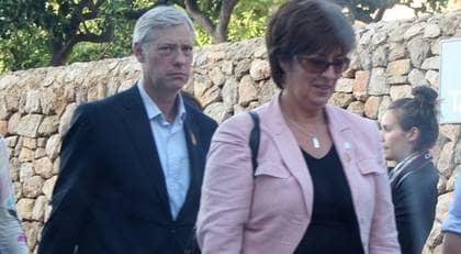 Mona i Mallorca. Här anländer Mona Sahlin tillsammans med sin man Bo till hotellet på Mallorca, där Micael Bindeld ska ha sin fest. Foto: Joa Blom