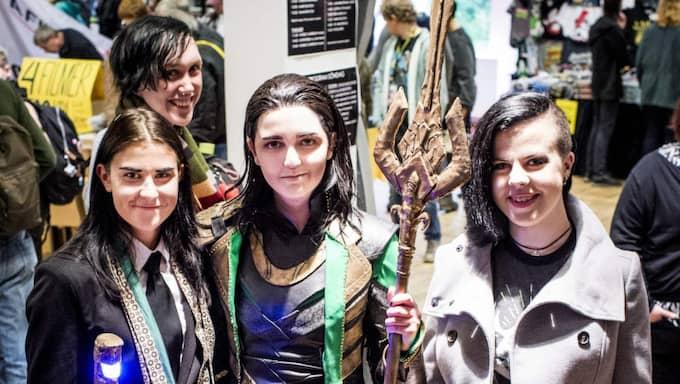 Loki-likes. Linnea Transell utklädd till Loki, Lex Jörgensen, Angela Vuskovic utklädd till en annan version av Loki och Josefin Månsson som sig själv. Foto: Tomas Leprince