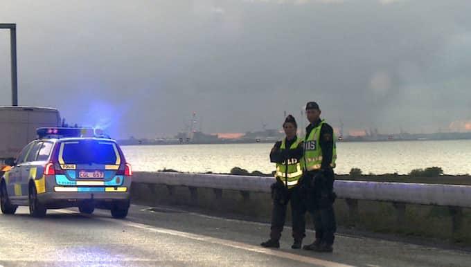 Det var vid en stor polisinsats som fyra män greps på Öresundsbron den 28 maj 2015. Brpn stängdes av på kvällen och långa köer bildades. Foto: MIKAEL NILSSON