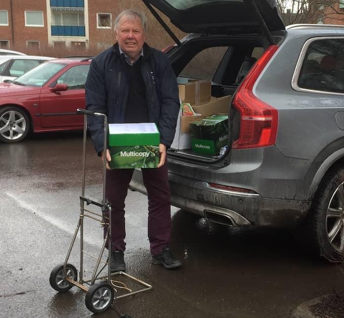 Bert Karlsson lämnar in sina anmälningar till polisen. Foto: Elisabeth Göstasdotter Källblad