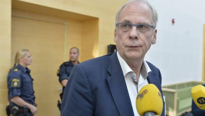 36-åringens advokat Per-Ingvar Ekblad svarade under häktningsförhandlingarna att 36-åringen erkänner de två morden. Foto: Anna-Karin Nilsson