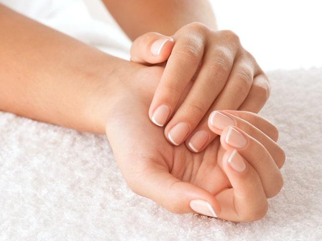 hur får man hårda naglar
