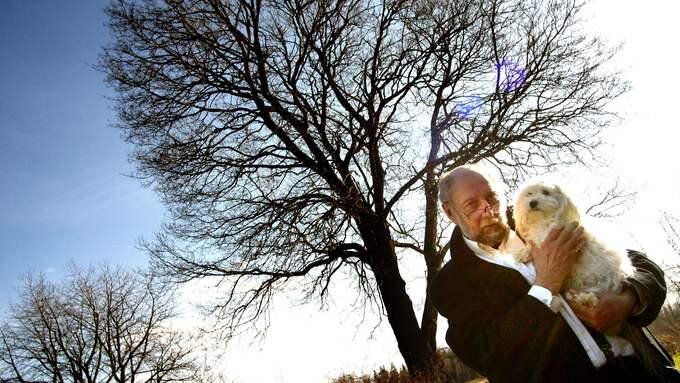 Torgny Lindgren fotograferad vid hemmet nära Kisa 2005. Foto: ROGER LARSSON