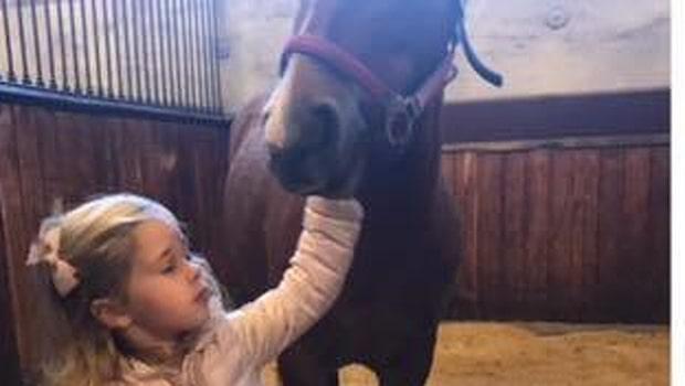 Lillprinsessan Leonore återförenad med sin häst