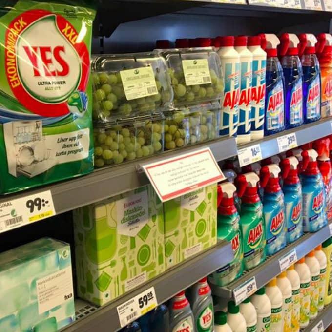 På Hemköp i Täby ligger vindruvorna vid diskmedel, rengöringsmedel och andra städprodukter. Foto: Privat