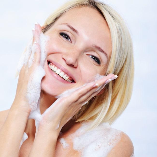 <span>Torr vinterhy? Använd en duschkräm som återfuktar och lugnar huden.</span>