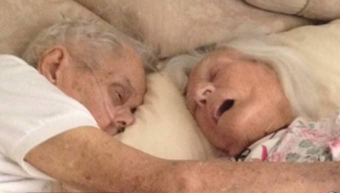 Deras sista önskan uppfylldes – de dog i varandras armar med bara några timmars mellanrum.