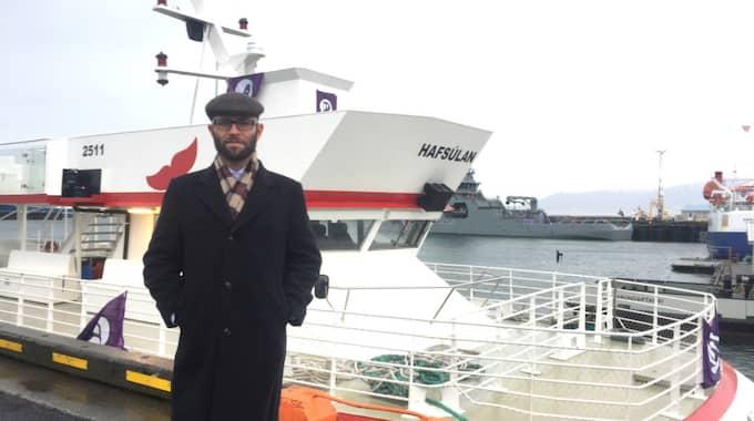 Mattias Bjärnemalm är en av drygt tio svenska piratpartister som åkt till Reykjavik för att närvara under parlamentsvalet. Foto: Åsa Asplid