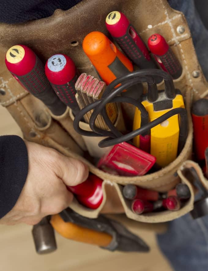 Det främsta sättet att skydda sig från falska elektriker är enligt Mats Wahlberg att aldrig släppa in någon hantverkare som inte anmält sig i förväg via fastighetsvärden. Foto: Colourbox