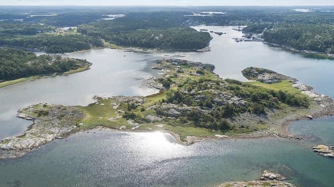 Ön kan endast nås med båt. Foto: Askengren fastighetsmäklare