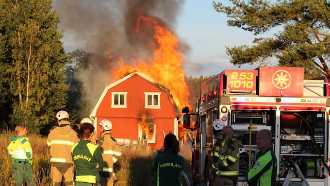 Branden var fullt utvecklad när räddningstjänsten kom till platsen. Foto: CHRISTIAN SVENSSON