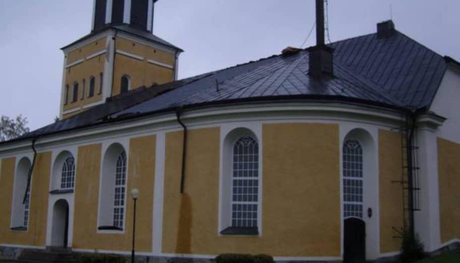 Koppartjuv ramlade fran taket
