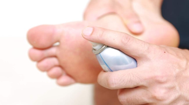 <span>Antiperpiranter kan även användas under fötterna, så som i armhålor och på handflator.</span>