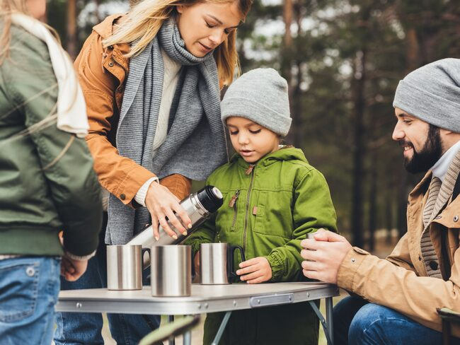 Vi är många som använder oss av termosar eller muggar i rostfritt stål till utflykten eller på väg till jobbet.