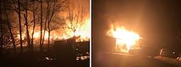 Räddningstjänst fick poliseskort till lada i brand