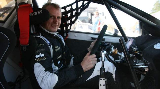 Richard Göransson bakom ratten.