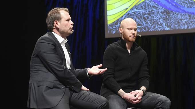 Mikael Stahre och Alexander Farnerud på allsvenskans upptaktsträff i Uppsala. Foto: FREDRIK SANDBERG/TT