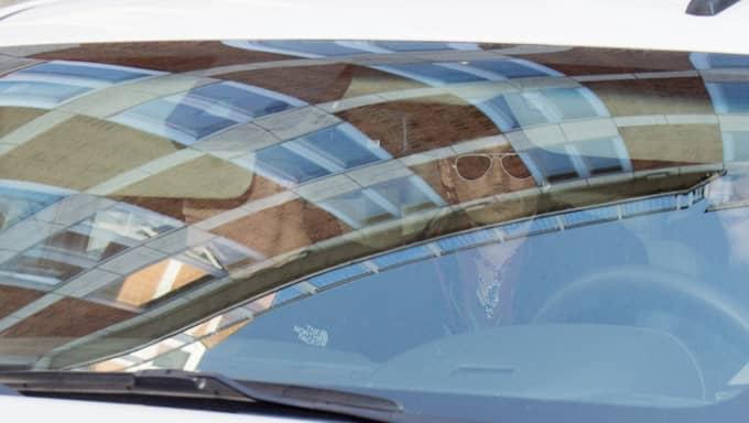 Johnny Depp på väg till båten Foto: Sven Lindwall