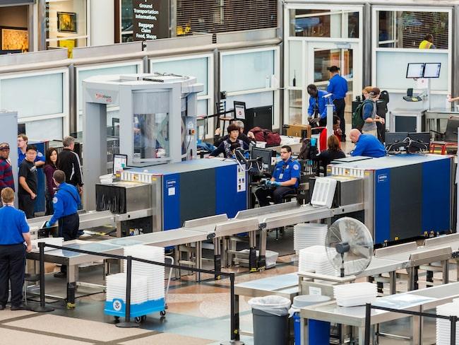 De anställda på flygplatsens säkerhetskontroll får se en hel del udda saker i folks packningar.