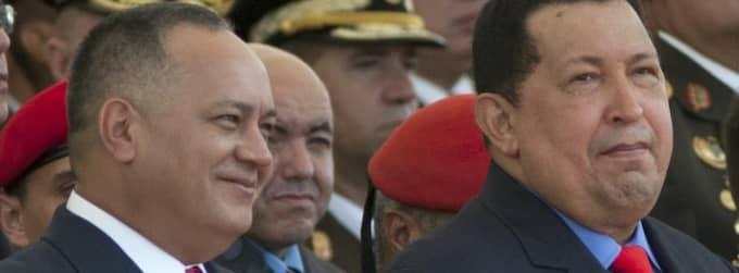 Diosdado Cabello till vänster och Hugo Chavez till höger. Foto: Ariana Cubillos