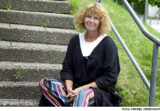 """Lena Katarina Swanberg ratar östrogen. Hon har skrivit boken """"Blod, svett och tårar - en ilsken bok om östrogen""""."""