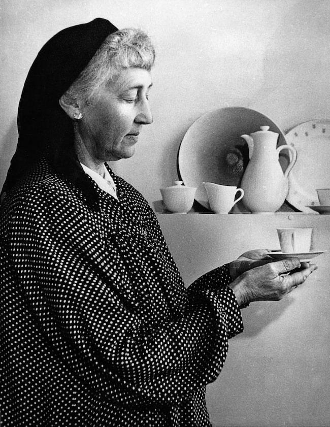 Louise Adelborg<br>Född 1885, död 1971. Svensk formgivare och textilkonstnär.