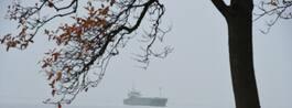 Stort handelsfartyg fastnade i inseglingsränna