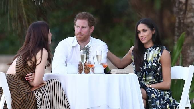 Prins Harry och Meghan Markle visade sin kärlek öppet på en väns bröllop i mars Foto: SBMF/MIAMIPIXX/FAMEFLYNET PICTUR