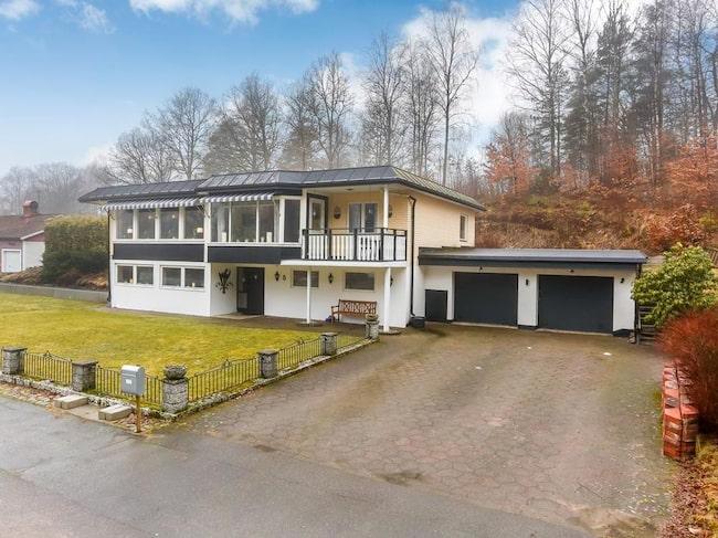 Nu har du som drömmer om att kunna shoppa på Gekås i Ullared när du vill den stora chansen. En villa är nämligen till salu som gör dig granne med det kända varuhuset.