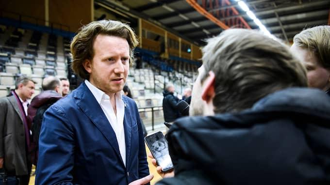 Eric Ljunggren intervjuas. Foto: ERIK SIMANDER / BILDBYRÅN