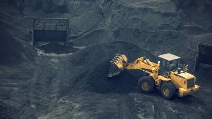 SVART GULD. Kapitalismens beroende av kol och andra fossila bränslen kommer, om det inte bryts, leda till en klimatkollaps. Foto: Liushengfilm/Shutterstock
