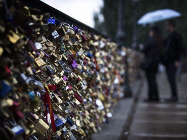 <span>Paris broar dignar av tonvis med så kallade kärlekslås</span>