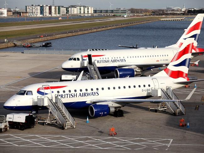 Det var på torsdagskvällen som den misstänkt berusade piloten plockades av planet som skulle lyfta från London mot Mauritius.