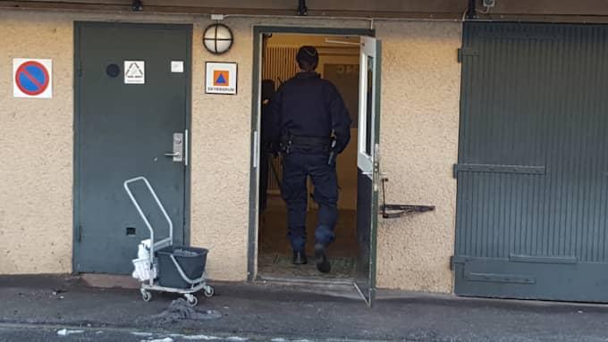 Polisens utredning på brottsplatsen. Foto: Gusten Holm