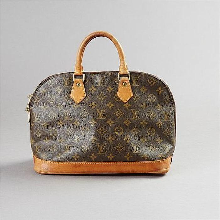 LOUIS VITTON. Handväska med monogrammönster och cognacsfärgade  skinndetaljer. Vintage. Utropspris  2500. Slutpris  2000. 405c6f4148160