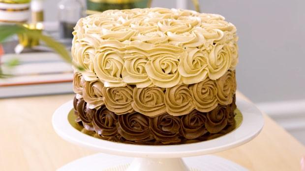 Så pyntar du tårtan med chokladrosor