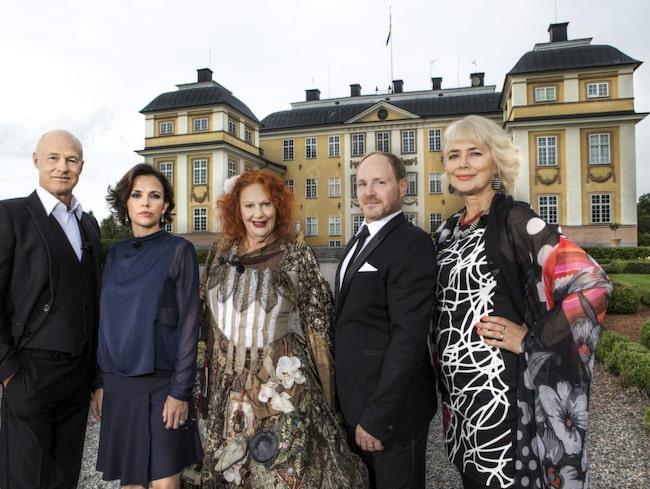 """<span>""""Stjärnorna på slottet"""" – i år med Stefan Sauk, Amanda Ooms, Claire Wikholm, Morgan Alling och Marika Lagercrantz. Bläddra vidare för att se ett porträtt på Pintorpafrun.</span>"""