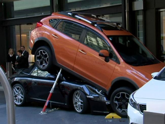 Så här ska du inte parkera en Porsche värd 1 miljon kronor. Speciellt inte om det inte är din Porsche.