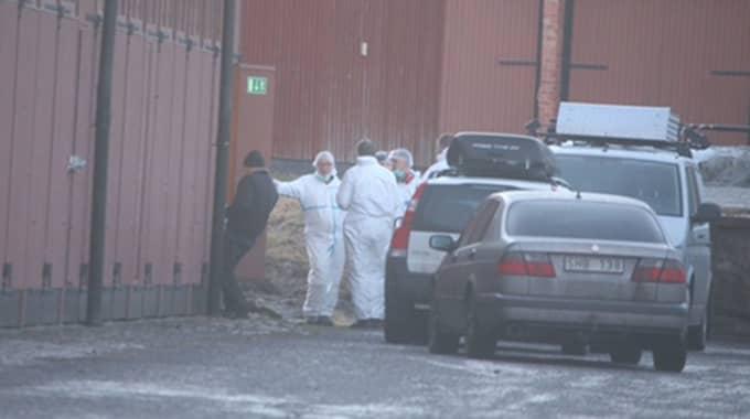 Efter att Madelene hittades död i ett skogsparti längs med E4 fördes kroppen till en militärbyggnad i närheten. Foto: Janne Åkesson/Swepix