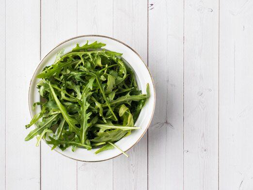 Rucola är en populär sallat som är enkelt att odla hemma.
