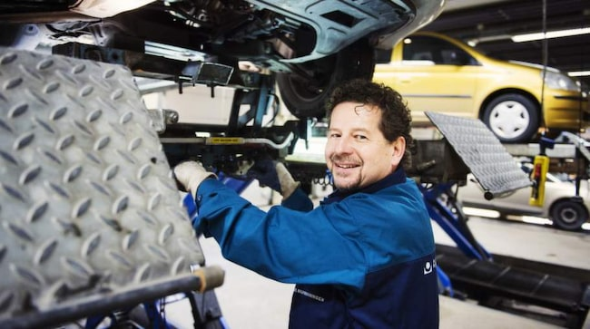 Morgan Isacsson, ALLT OM BILARS expert på bilbesiktning.