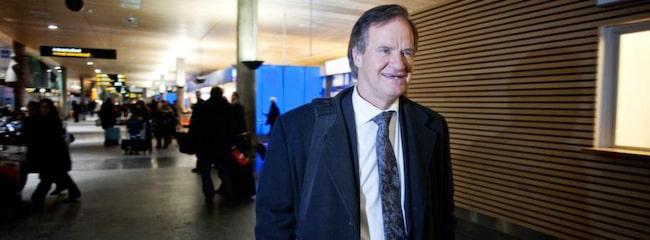 """Slåss om resenärerna. Norwegians koncernchef Björn Kjos anländer till Gardermoen, Oslo. """"Vi ska gå med vinst direkt"""", säger han om lågprisjättens nya destinationer New York och Bangkok."""