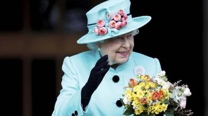 Storbritanniens drottning Elizabeth fyller 91 år i dag. Foto: Peter Nicholls / AP TT NYHETSBYRÅN