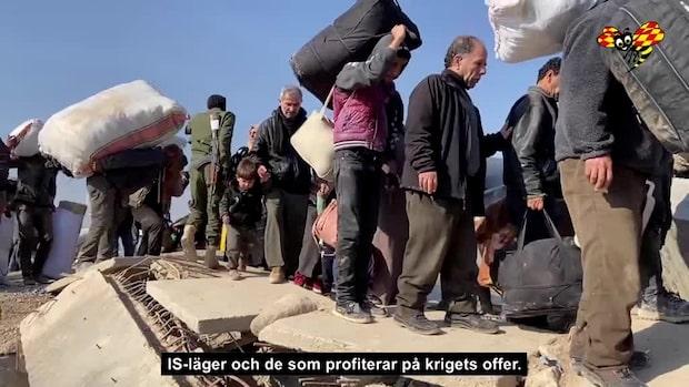 Se flyktingströmmarna komma över bron