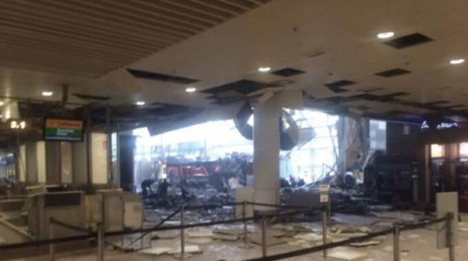 Förödelse på flygplatsen efter explosionerna. Foto: Credit No / CREDIT NO STELLA PICTURES