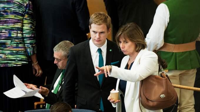 Sämst ser det ut för MP-språkrören Gustav Fridolin och Isabella Lövin. Foto: OLLE SPORRONG
